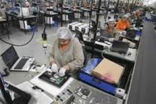 Após leve melhora em janeiro, produção industrial brasileira cai 0,9% em fevereiro