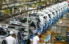 Após três anos de queda, indústria cresce puxada por setor automotivo