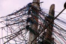 Empresas de telecomunicações têm de corrigir fiação em postes em São Paulo