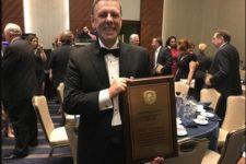Engenheiro da Petrobras recebe prêmio internacional por uso pioneiro de plataformas do tipo FPSO